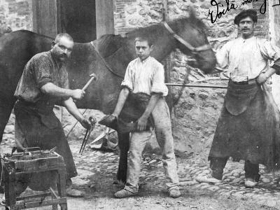Maréchal ferrant. Collections Humbert. Collections Humbert : les artisans du métal. Archives musée des Arts populaires de Laduz