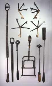 Outils de maréchal ferrant. Collections Humbert. Collections Humbert : les artisans du métal Photo © musée des Arts populaires de Laduz