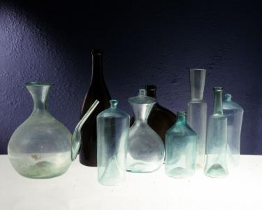 Verrerie artisanale. Collection Humbert : Les artisans de la pierre, de la terre et du verre. Photo archives du musée des Arts populaires de Laduz
