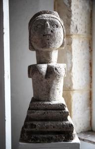 """Epi de faîtage dite """"Dame de Saulieu"""". Photo © Anne Nguyen Dao / Archives musée des Arts populaires de Laduz"""