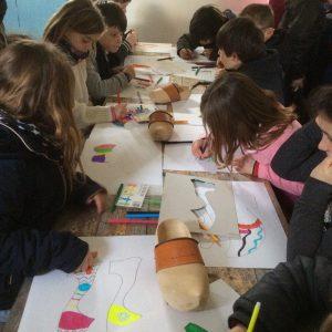 Atelier pochoir au Musée des arts populaires de Laduz