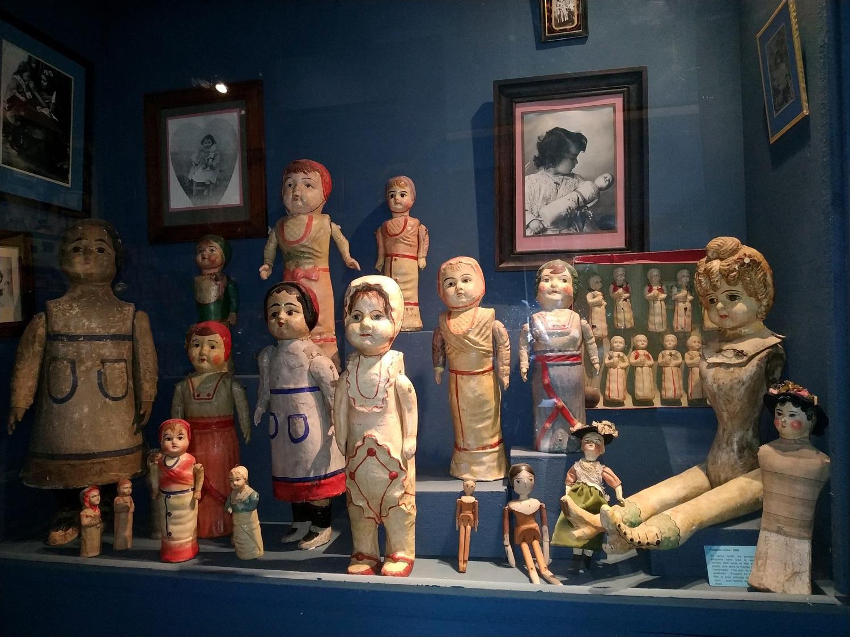 Les poupées - Salle des jouets